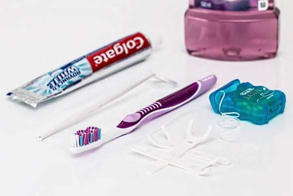 Как чистить зубы зубной нитью - техника и правильность чистки 1