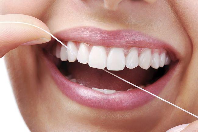 Как чистить зубы зубной нитью - техника и правильность чистки 2
