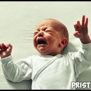 Почему новорожденный ребенок плачет - основные причины и как себя вести 2