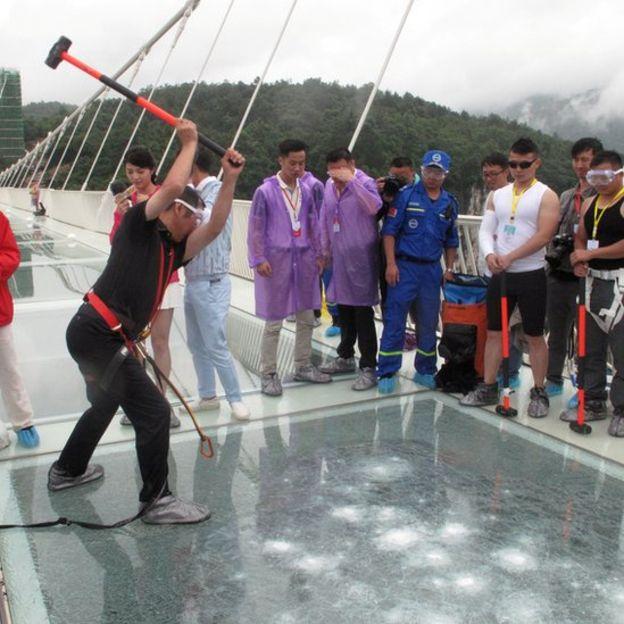 Стеклянный мост в Китае - удивительные и невероятные фото, видео 3
