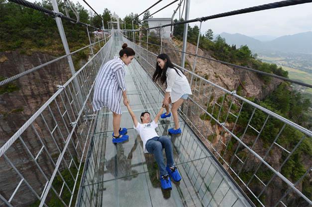 Стеклянный мост в Китае - удивительные и невероятные фото, видео 8