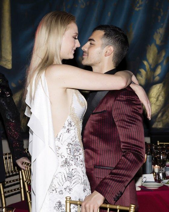 Софи Тернер звезда «Игры престолов» выходит замуж за Джо Джонаса 2