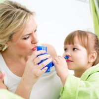 Как промывать нос физраствором ребенку в домашних условиях - лучшие способы 4