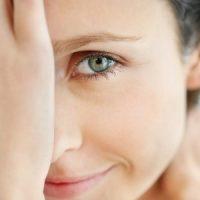 Почему дергается верхнее веко правого или левого глаза - причины 3