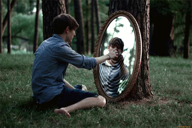Что делать, если разбилось зеркало - как его правильно выбросить, приметы 1