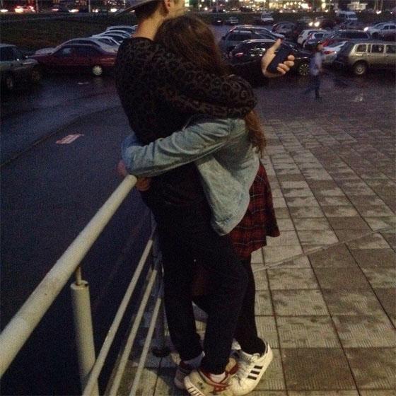 Прикольные и красивые картинки парень с девушкой обнимаются 4