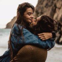 Прикольные и красивые картинки парень с девушкой обнимаются 7