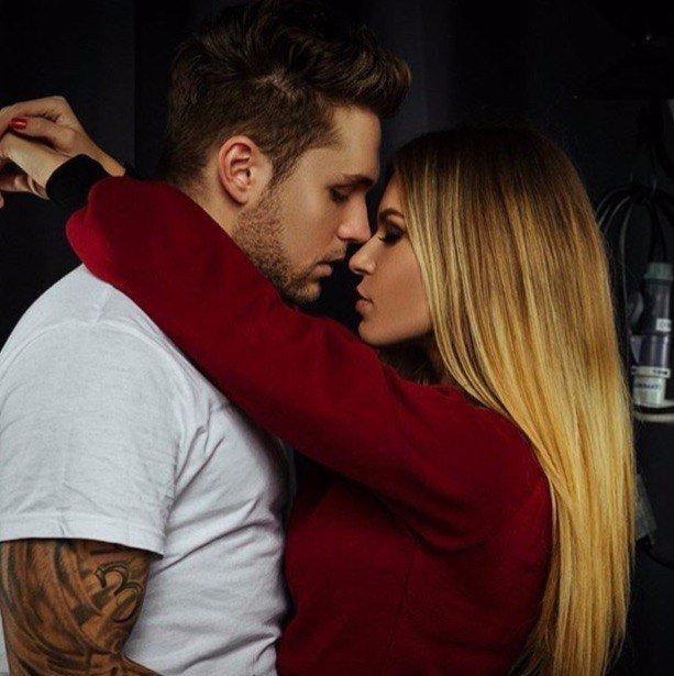 Прикольные и красивые картинки парень с девушкой обнимаются 8