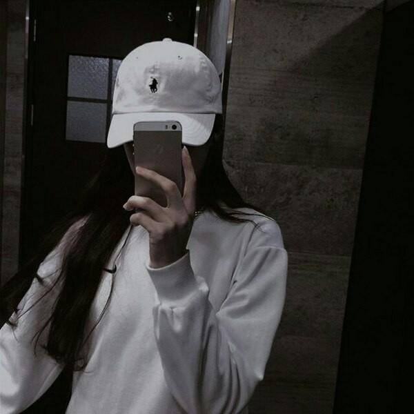 Прикольные и красивые картинки девушек в кепке на аву - сборка 1