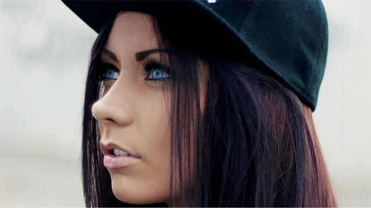 Прикольные и красивые картинки девушек в кепке на аву - сборка 16