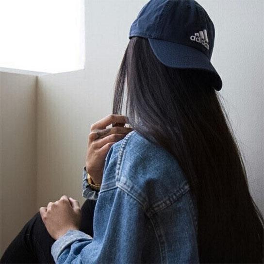 Прикольные и красивые картинки девушек в кепке на аву - сборка 6