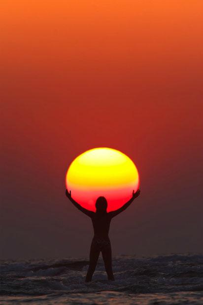 Красивые картинки, как люди держат Солнце руками - подборка 3