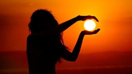 Красивые картинки, как люди держат Солнце руками - подборка 5