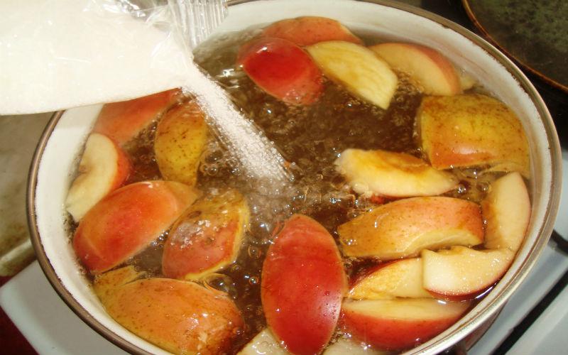 Как правильно варить компот из свежих или сушеных яблок - рецепт 3