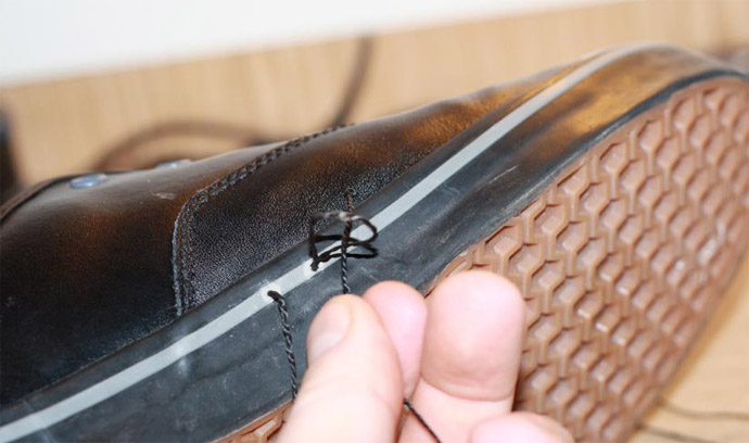 Как прошить обувь шилом или крючком своими руками - способы 3