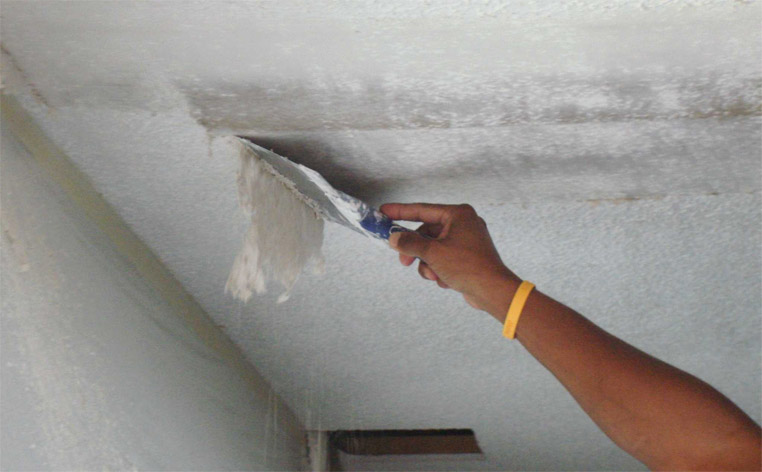 Как снять старую побелку с потолка - основные советы и способы 1