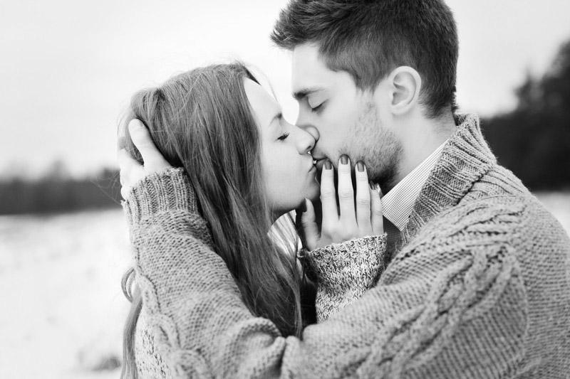 Черно-белые фото и картинки поцелуев любящих людей - сборка 12