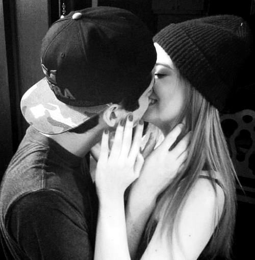 Черно-белые фото и картинки поцелуев любящих людей - сборка 15