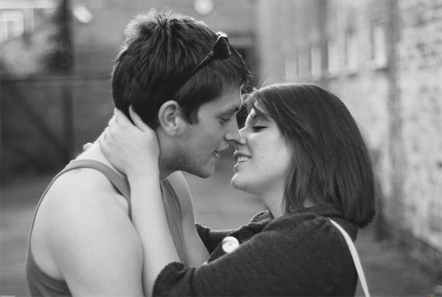 Черно-белые фото и картинки поцелуев любящих людей - сборка 16