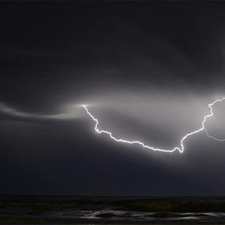 МЧС предостерегло людей о дожде с грозой вечером в Москве - новости 1