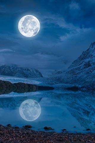 Невероятные и необычные картинки, фото луны на телефон на заставку 10