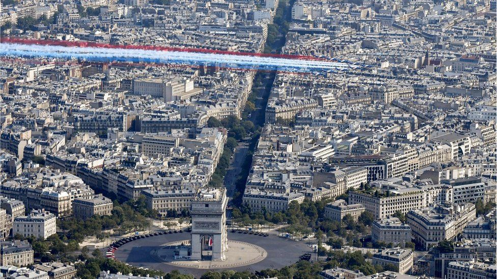 Франция отмечает День Бастилии с захватывающим парадом - фото, новости 2