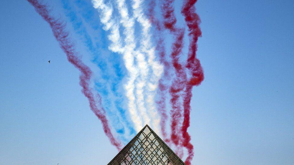 Франция отмечает День Бастилии с захватывающим парадом - фото, новости 3