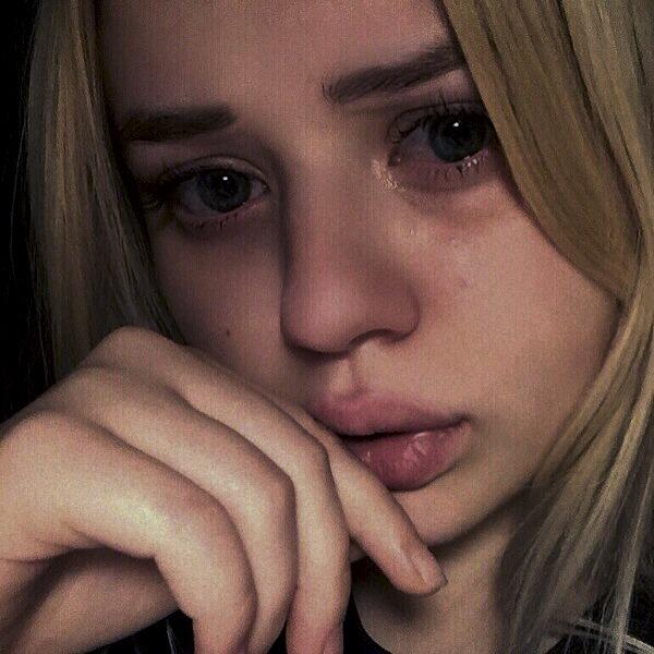 Девушка плачет - картинки. Грустные картинки плачущих девушек 7