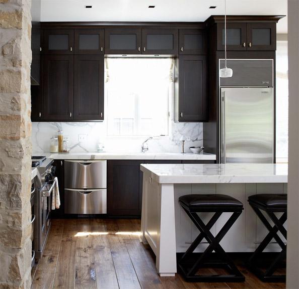 Как правильно использовать пространство в маленькой кухне 3