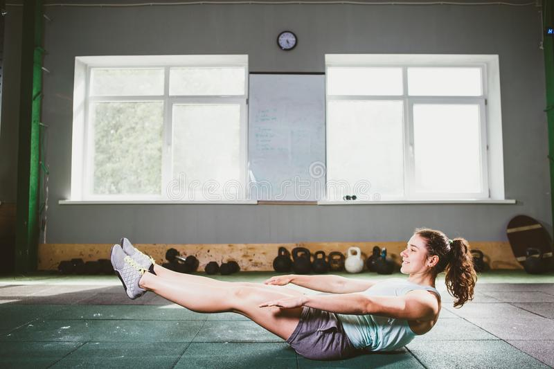 Как правильно качать мышцы живота девушке - эффективные способы 1