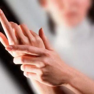 Почему во сне немеют руки Что делать, если во сне немеют руки 2