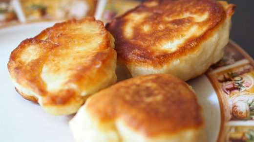 Как сделать пышные оладьи на кефире - пошаговый рецепт 1