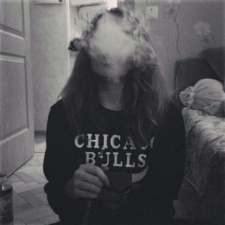 Крутые и классные картинки девушек с дымом на аву - подборка 10