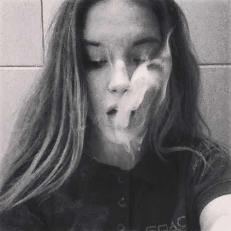 Крутые и классные картинки девушек с дымом на аву - подборка 13