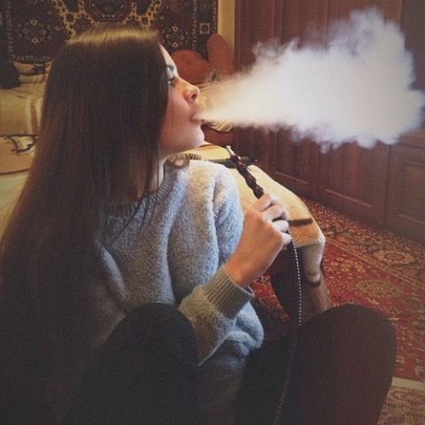 Крутые и классные картинки девушек с дымом на аву - подборка 14