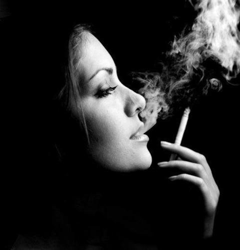 Крутые и классные картинки девушек с дымом на аву - подборка 6