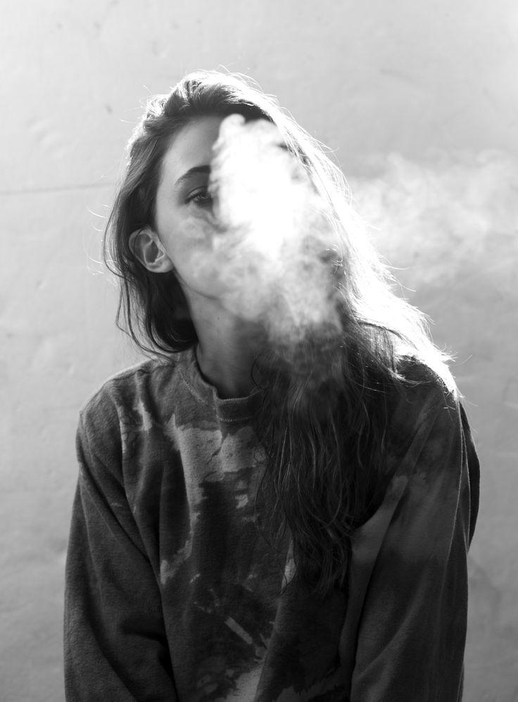 Крутые и классные картинки девушек с дымом на аву - подборка 7