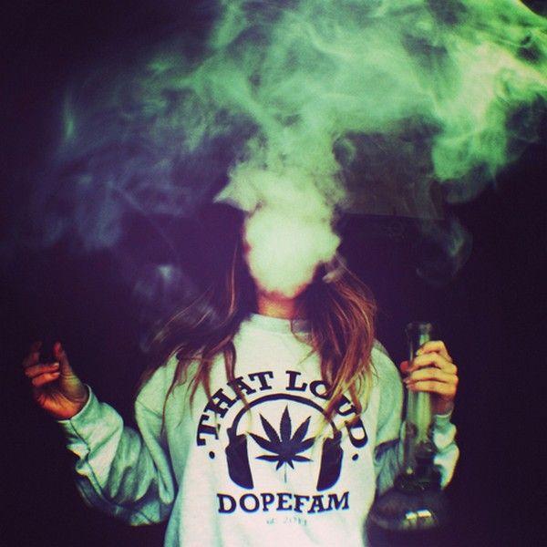 Крутые и классные картинки девушек с дымом на аву - подборка 8