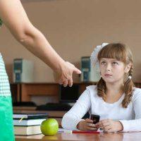 Можно ли выгнать ученика с урока за то, что он сидел в телефоне 1