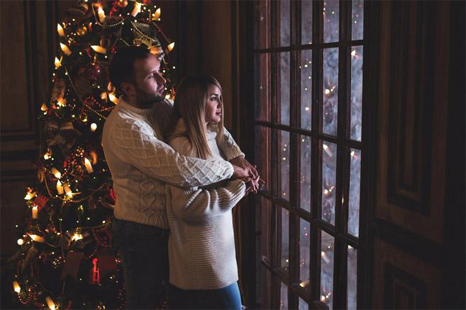 Красивые картинки влюбленной парочки в Новый год - подборка 1
