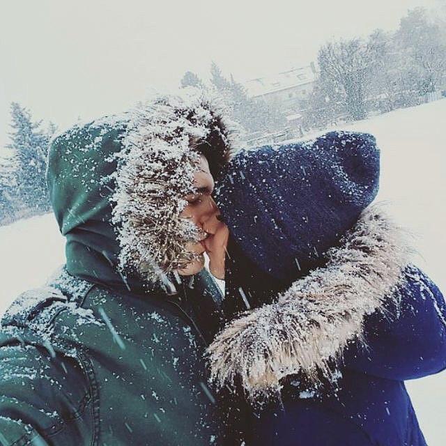 Красивые картинки влюбленной парочки в Новый год - подборка 13