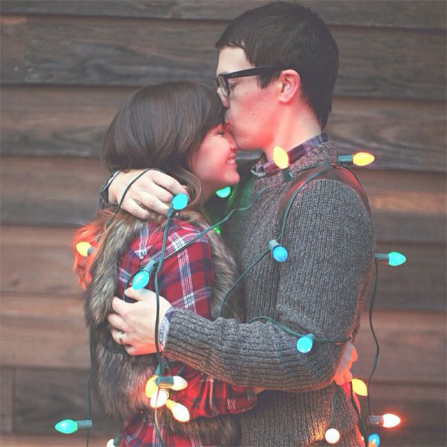 Красивые картинки влюбленной парочки в Новый год - подборка 6