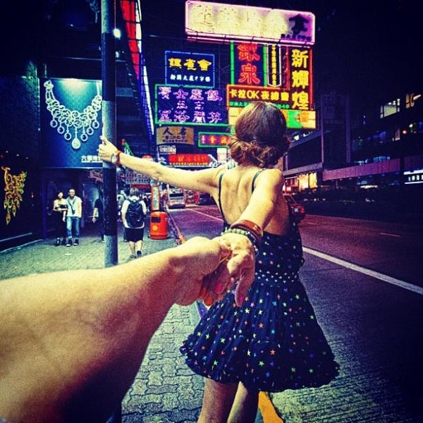 Красивые картинки на аву девушка тянет парня за руку - подборка 5