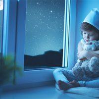 Почему нельзя спать головой к окну - основные причины и так ли это 1
