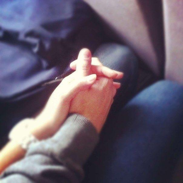 Руки девушки и парня - фото. Парень и девушка держатся за руки, фото 13
