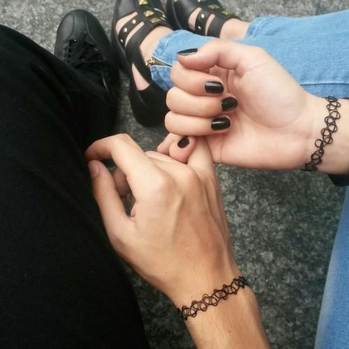 Руки девушки и парня - фото. Парень и девушка держатся за руки, фото 4