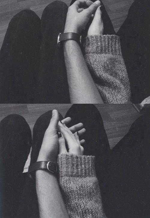 Руки девушки и парня - фото. Парень и девушка держатся за руки, фото 5