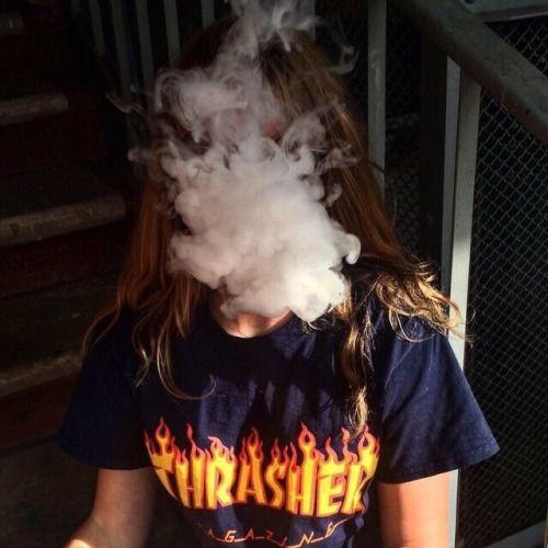 Прикольные картинки курящих девушек на аву в социальные сети 15