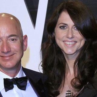 Самый богатый человек мира Джефф Безос развелся с женой Маккензи 1