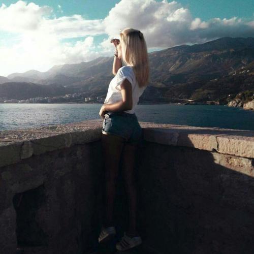 Девушки с короткими волосами - фото и картинки на аву 6